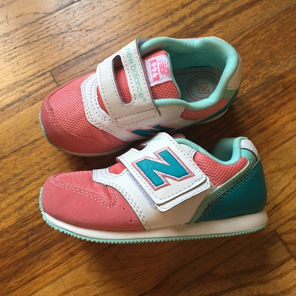 cheaper 6d9ed 0d0c4 New Balance Strap Sneakers 996 Girl pink teal WIDE